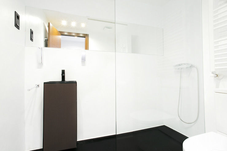 Bathroom by Empresa constructora en Madrid, Modern