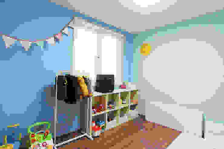 Dormitorios infantiles de estilo  por homify , Moderno