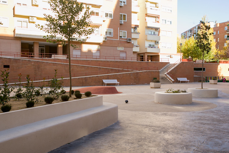 Modern garden by Empresa constructora en Madrid Modern Concrete
