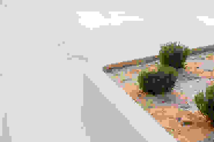 โดย Empresa constructora en Madrid โมเดิร์น คอนกรีต