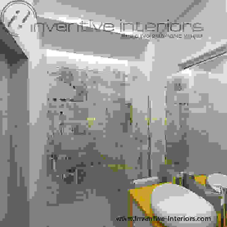 Inventive Interiors szaro-biała łazienka z żółtym akcentem Industrialna łazienka od Inventive Interiors Industrialny Beton