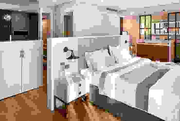 EC HOUSE Modern style bedroom by Esra Kazmirci Mimarlik Modern