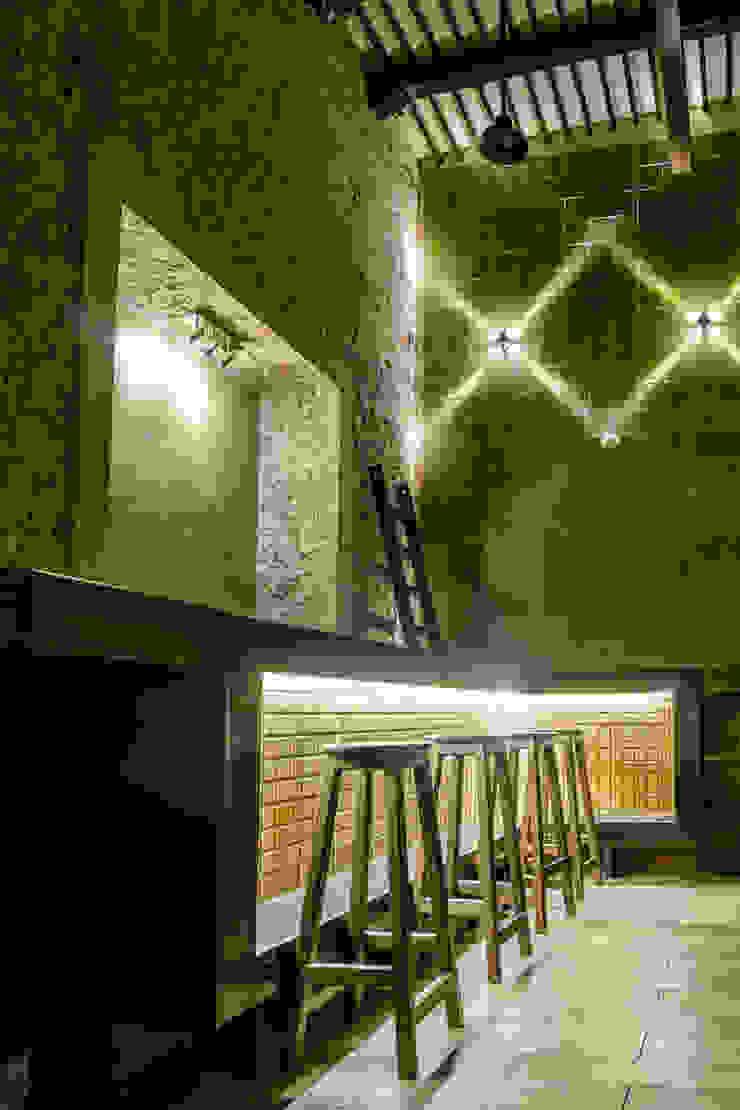 Бары и клубы в колониальном стиле от Esquiliano Arqs Колониальный