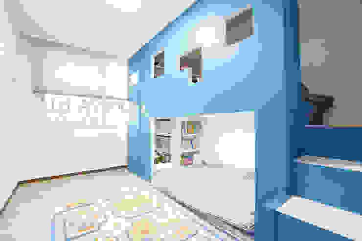 Moderne Kinderzimmer von 퍼스트애비뉴 Modern