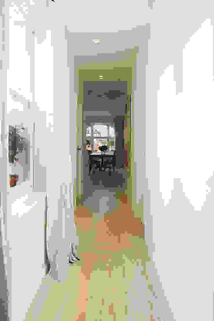 BIDDULPH MANSIONS, MAIDA VALE Modern Corridor, Hallway and Staircase by Ardesia Design Modern