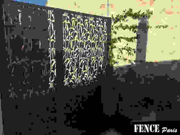 Balkon, Beranda & Teras Tropis Oleh homify Tropis Aluminium/Seng