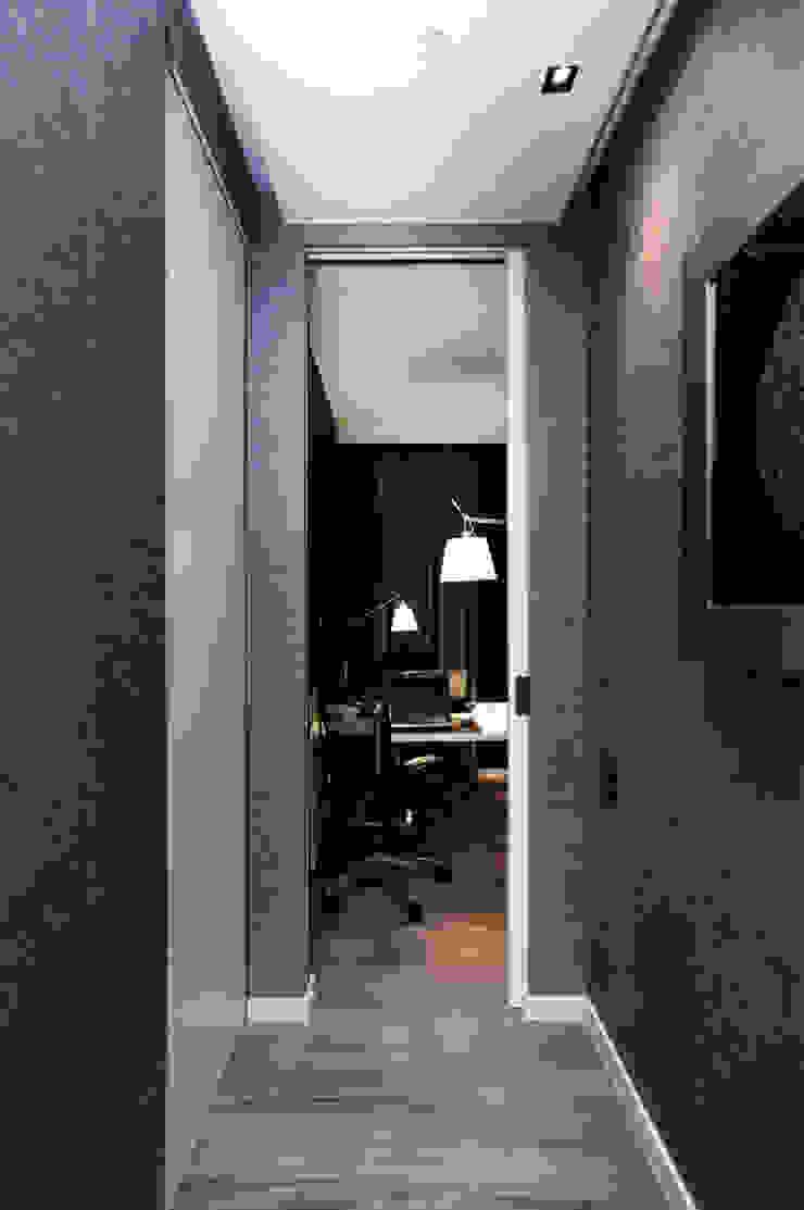 Modern corridor, hallway & stairs by FLOW Franiak&Caturowa Modern