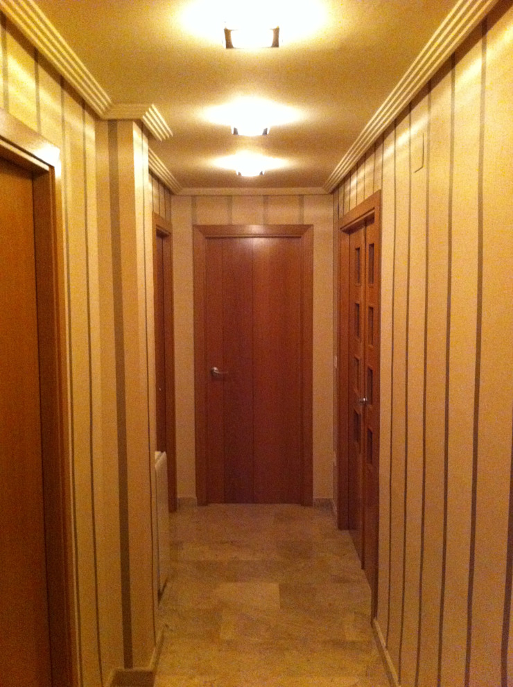 Colonial corridor, hallway & stairs by acertus Colonial