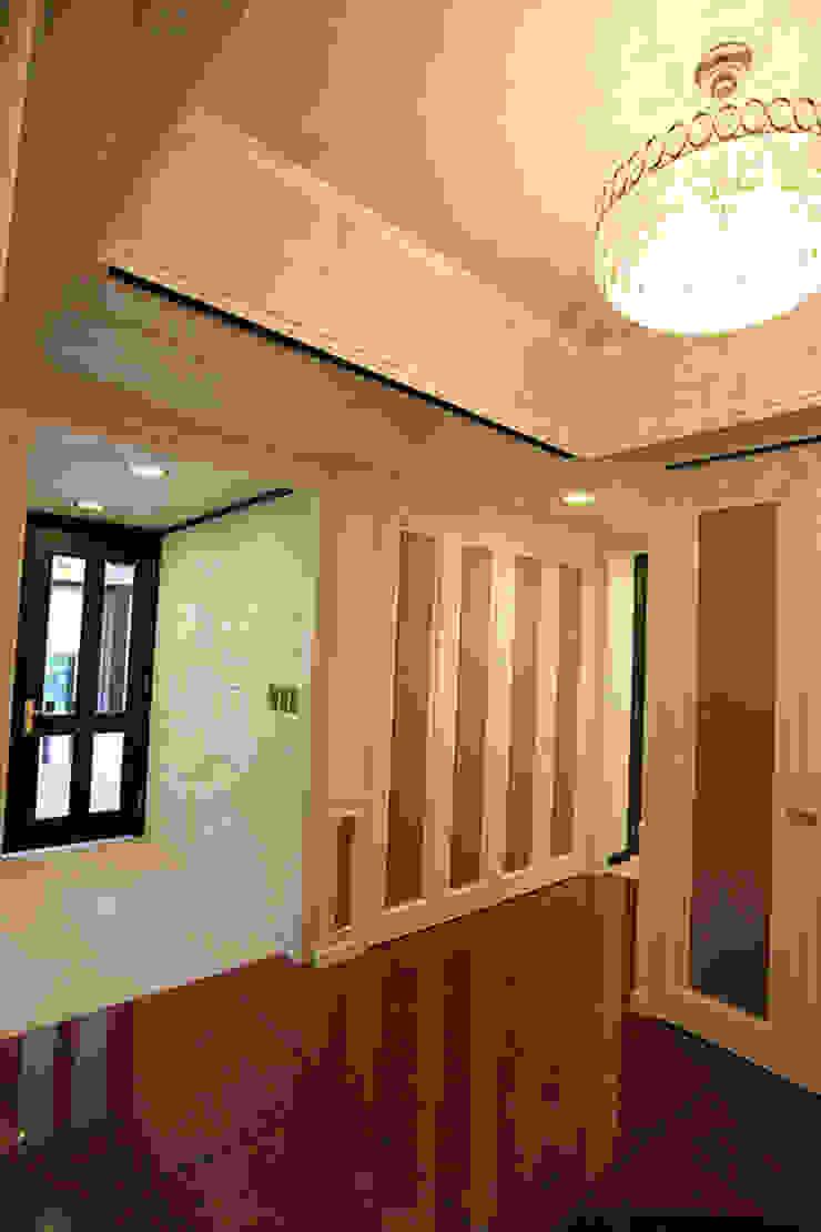 重苦しいアンティークからモダンへのリフォーム モダンスタイルの 玄関&廊下&階段 の 一級建築士事務所有限会社石原建設 モダン 石