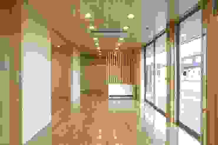 Modern media room by SPACE DESIGN STUDIO Modern Plywood