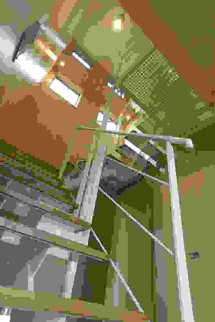 Modern corridor, hallway & stairs by SPACE DESIGN STUDIO Modern Iron/Steel