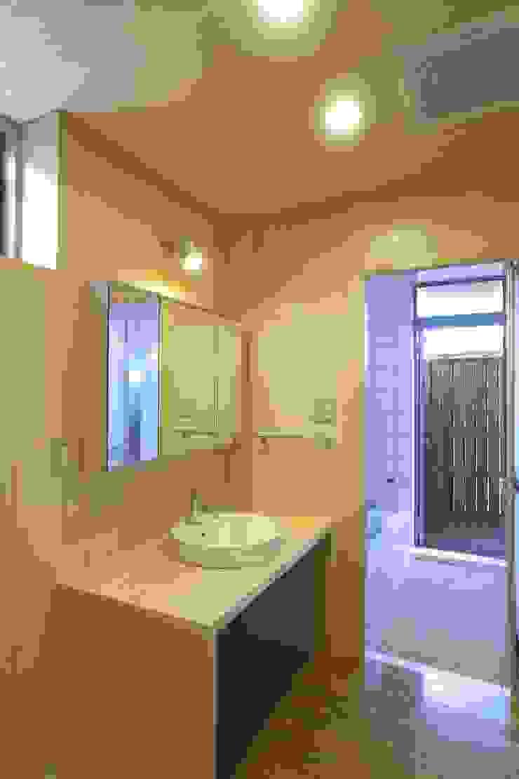 Modern bathroom by SPACE DESIGN STUDIO Modern Plywood