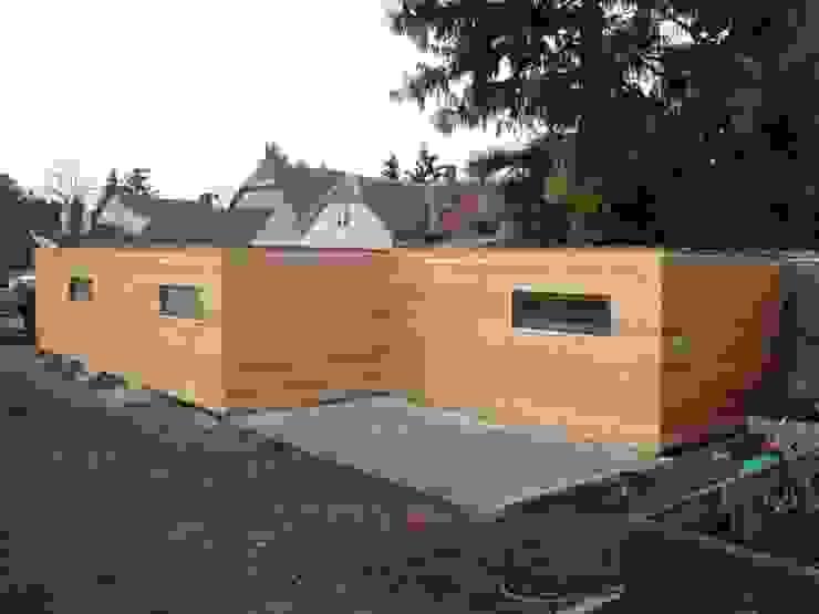Garage + Gartenhaus Moderne Garagen & Schuppen von Naturmont Modern Holz Holznachbildung