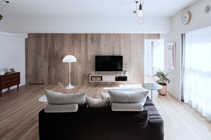 Living room by 一色玲児 建築設計事務所 / ISSHIKI REIJI ARCHITECTS, Scandinavian