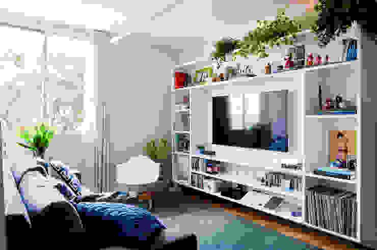 Ruang Keluarga Gaya Eklektik Oleh INÁ Arquitetura Eklektik