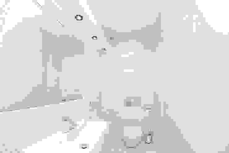 HOLADOM Ewa Korolczuk Studio Architektury i Wnętrz Baños de estilo minimalista