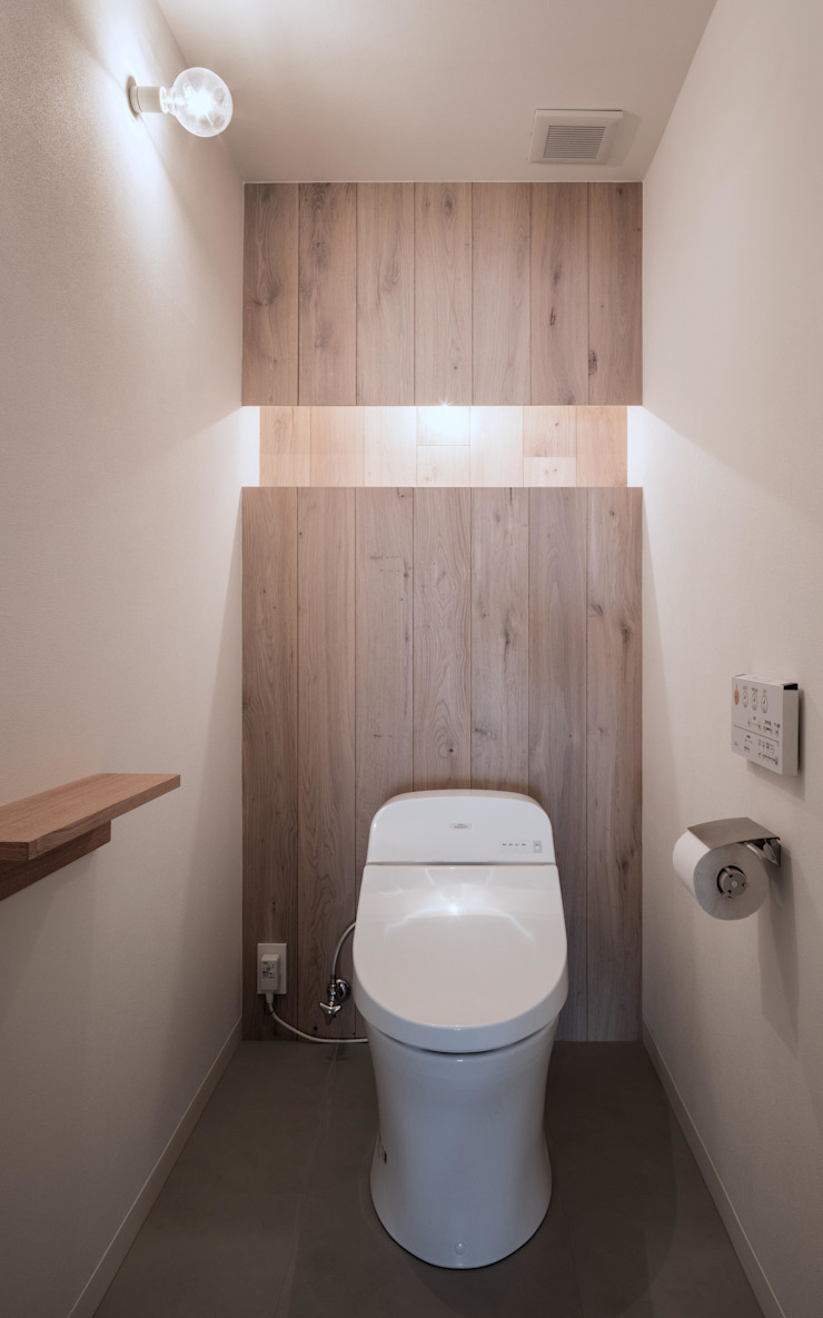 Eclectic style bathroom by 一色玲児 建築設計事務所 / ISSHIKI REIJI ARCHITECTS Eclectic
