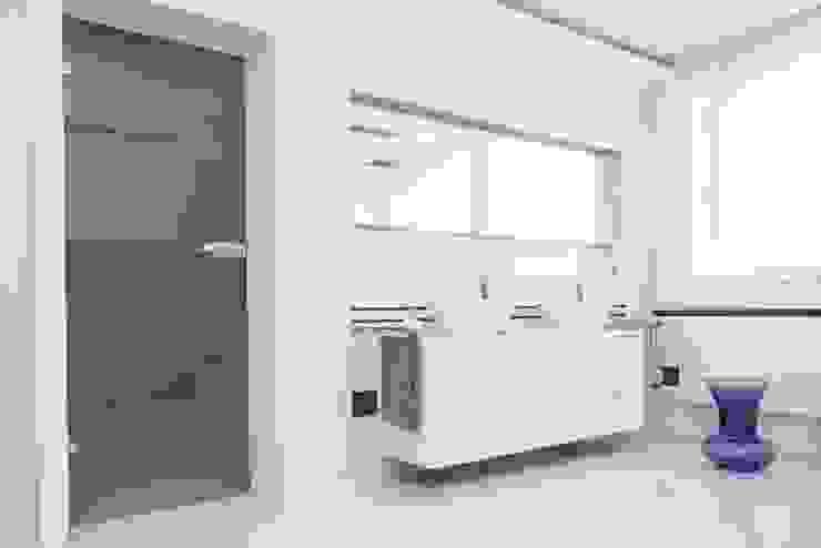 Baños de estilo  por HOLADOM Ewa Korolczuk Studio Architektury i Wnętrz