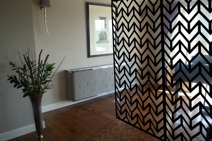 Modern black room dividers in ZIGZAG Chevrons geometric pattern par Lace Furniture Moderne Métal