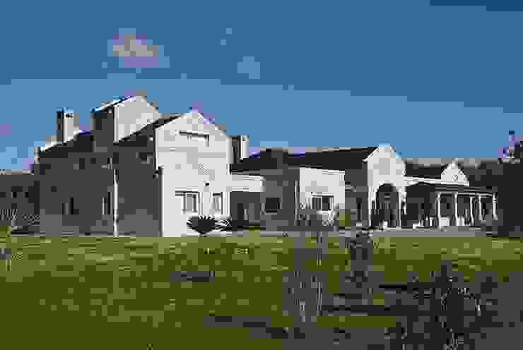 Casa V: Casas de estilo  por Estudio PM,Clásico