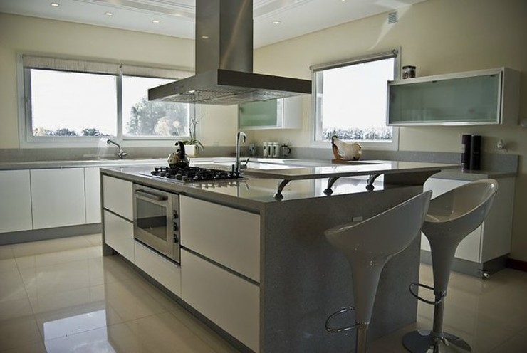 Kitchen by Estudio PM,