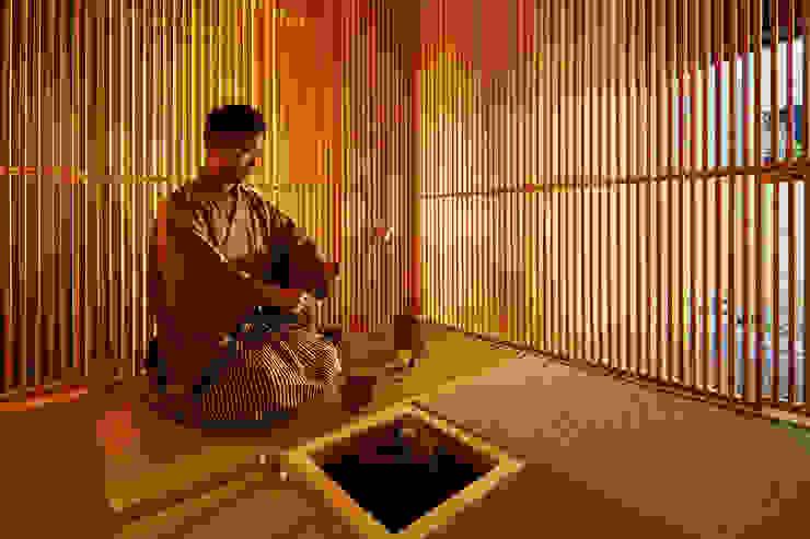 移動茶室 梶浦博昭環境建築設計事務所 ミニマルデザインの 多目的室 木 木目調