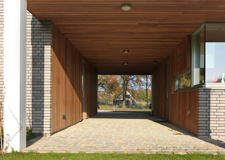 Country style corridor, hallway& stairs by De Zwarte Hond Country Wood Wood effect