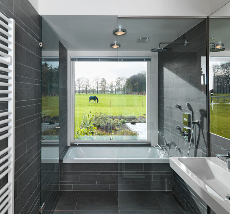 Country style bathroom by De Zwarte Hond Country