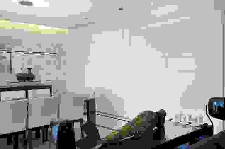 Modern walls & floors by Adriana Scartaris: Design e Interiores em São Paulo Modern
