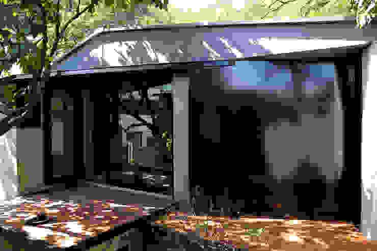 Дома в стиле модерн от IEUNG Architect Модерн