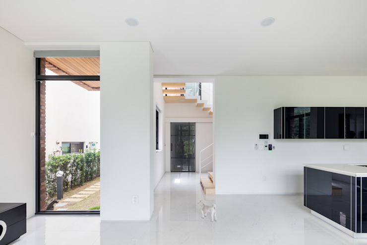 L house 모던스타일 거실 by aandd architecture and design lab. 모던
