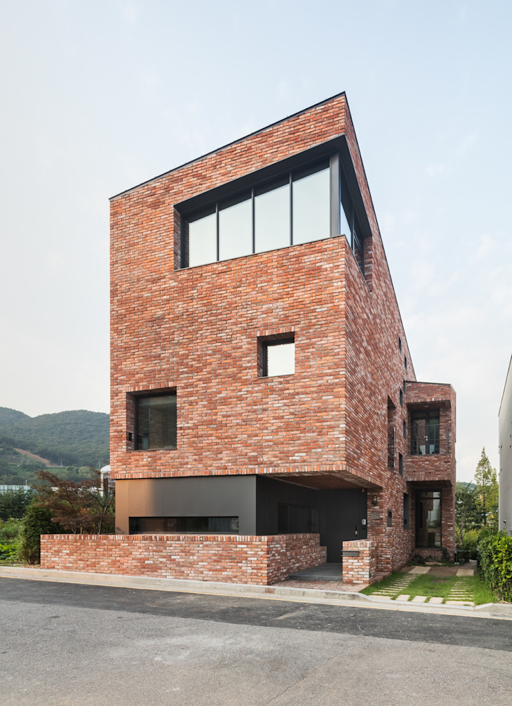 L house 모던스타일 주택 by aandd architecture and design lab. 모던