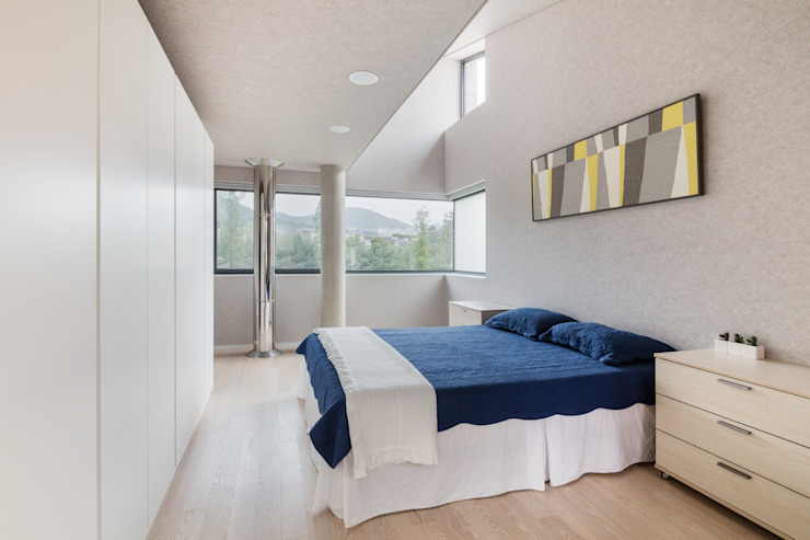 Modern style bedroom by aandd architecture and design lab. Modern