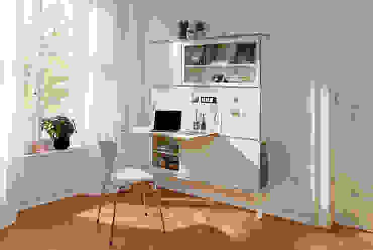 setup: Der raumparende Wohnbaukasten (Konfiguration Schminktisch, Vitrine, Regal und Schrank):  Schlafzimmer von studio michael hilgers,