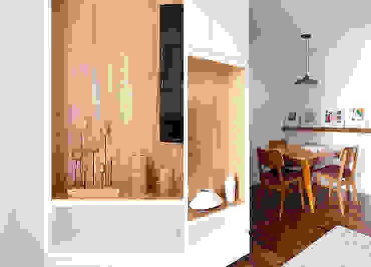 INÁ Arquitetura Comedores de estilo escandinavo