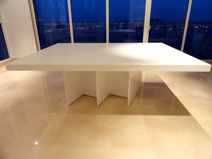 APTO SR. CARTAGENA - Mesa de Comedor de Mako laboratorio Moderno Madera Acabado en madera