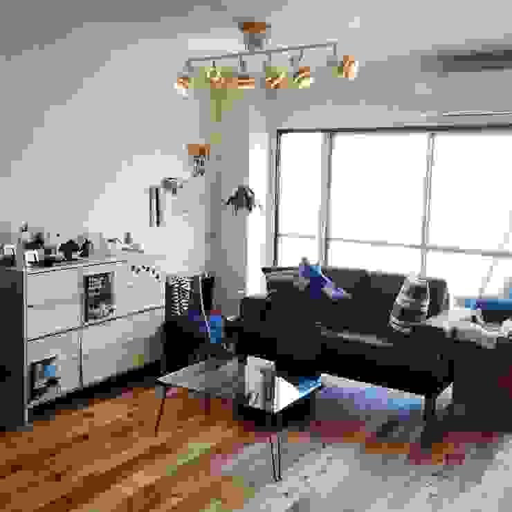 高嶋設計事務所/恵星建設株式会社 Living room Brown