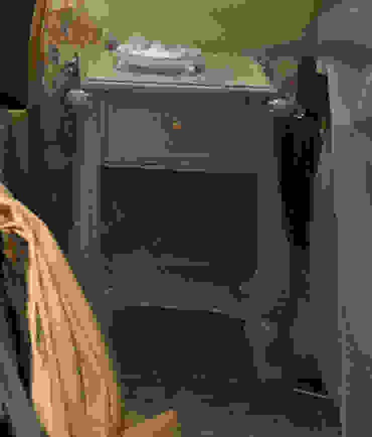 Прикроватная тумбочка Спальня в классическом стиле от Студия Архитектуры и Дизайна Алисы Бароновой Классический