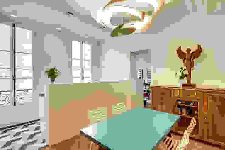 Sala da pranzo moderna di ATELIER FB Moderno
