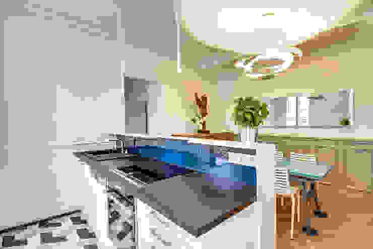 Cuisine Ouverte et salle à manger: Cuisine de style  par ATELIER FB, Moderne