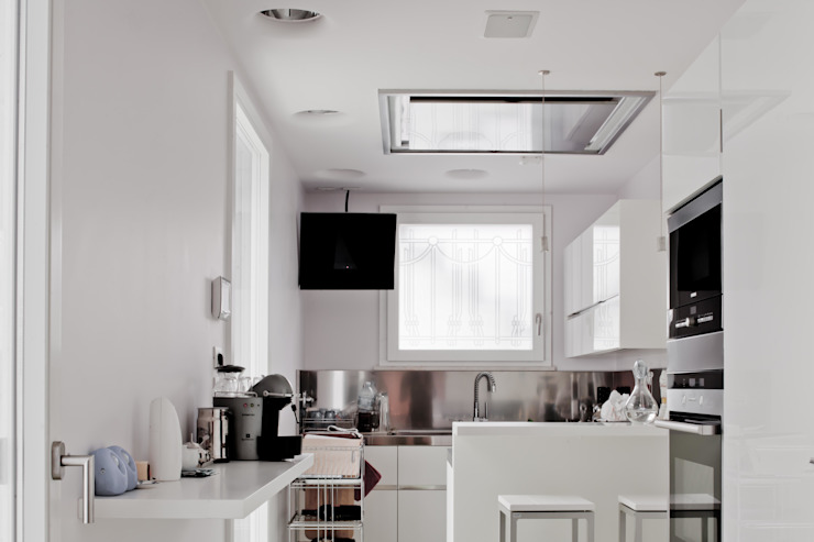 Modern kitchen by Studio Olmeda Arch. Marco Amedeo Modern