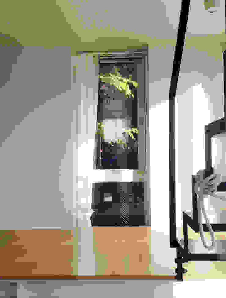 緑を取り込む窓 株式会社TERRAデザイン オリジナルな 窓&ドア ガラス 白色