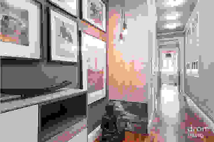 Corridor, hallway by Dröm Living, Minimalist Wood Wood effect