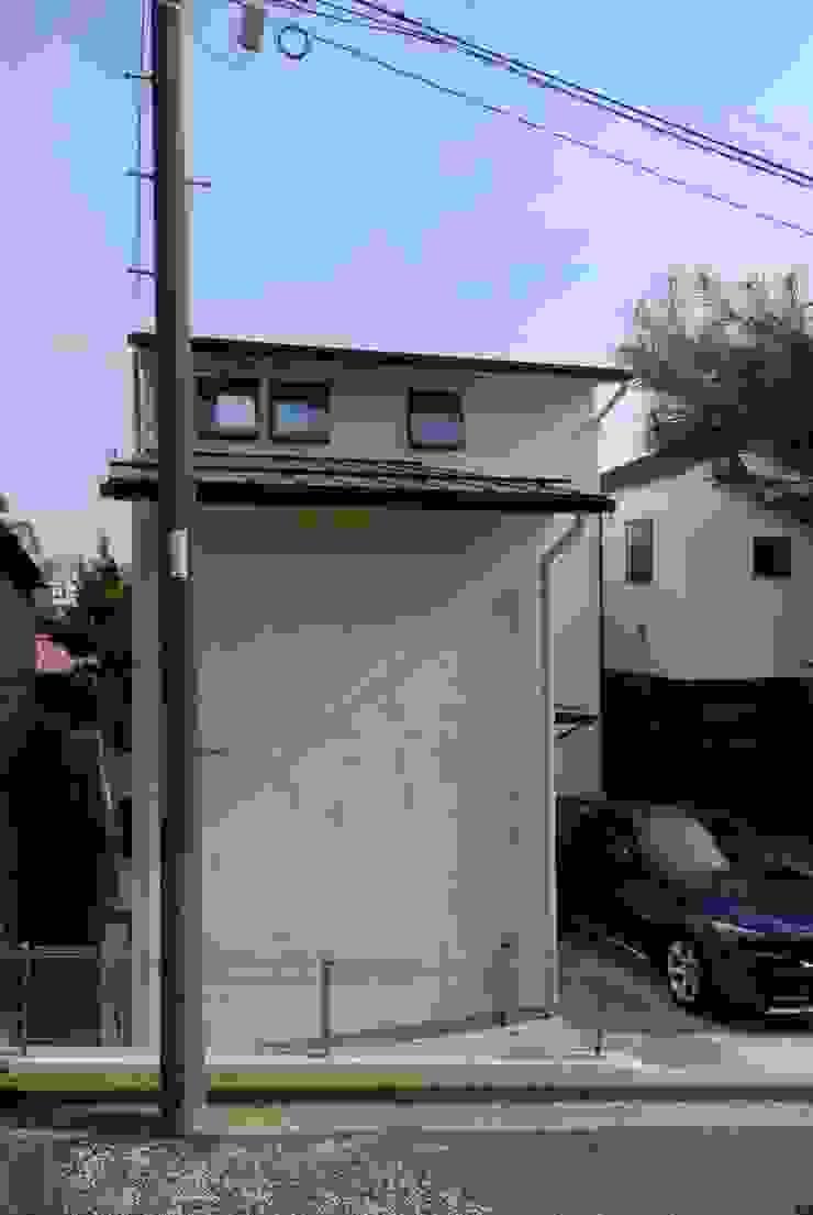 狭小間口の外観 オリジナルな 家 の 株式会社TERRAデザイン オリジナル 金属