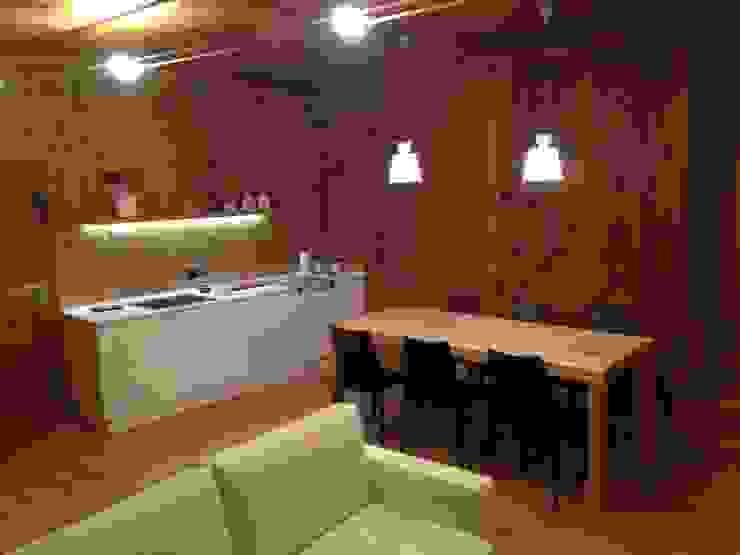 Salas de jantar minimalistas por Studio Zazzi Minimalista