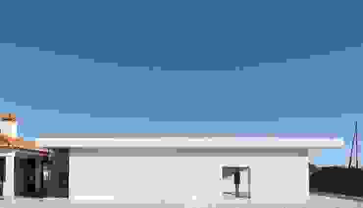 Piscina em Ovar Piscinas modernas por Nelson Resende, Arquitecto Moderno