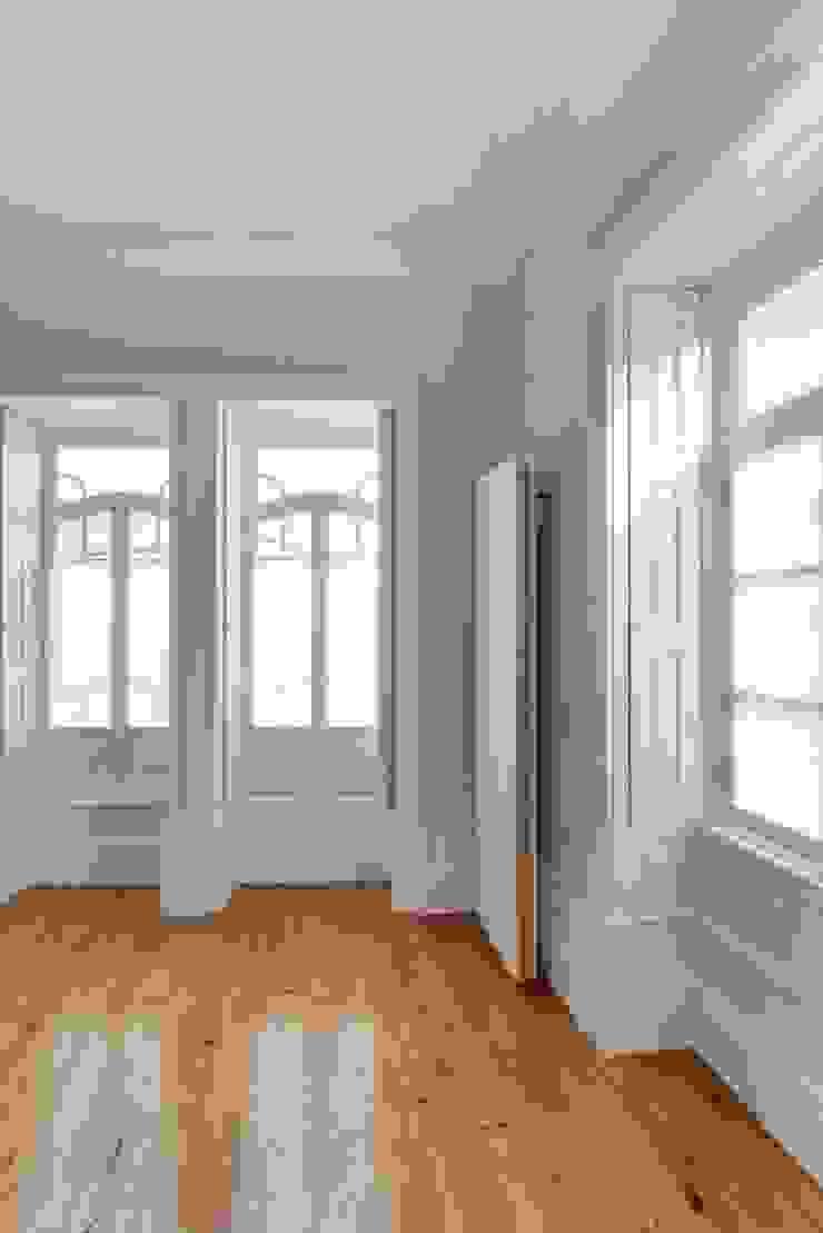 Recuperação de casa em Ovar Salas de estar modernas por Nelson Resende, Arquitecto Moderno
