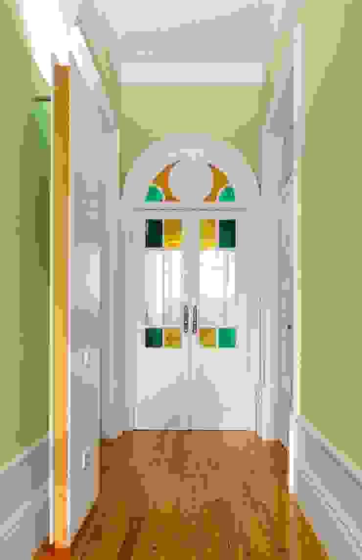 Recuperação de casa em Ovar Corredores, halls e escadas modernos por Nelson Resende, Arquitecto Moderno