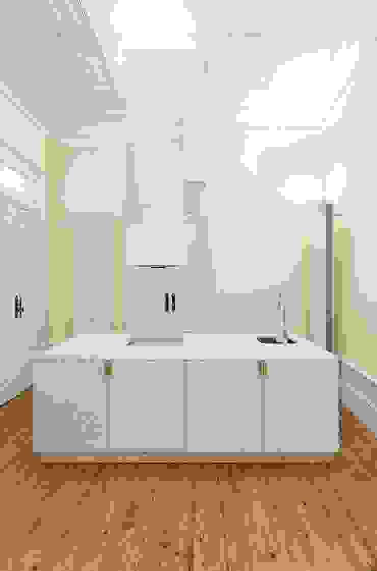 Recuperação de casa em Ovar Cozinhas modernas por Nelson Resende, Arquitecto Moderno