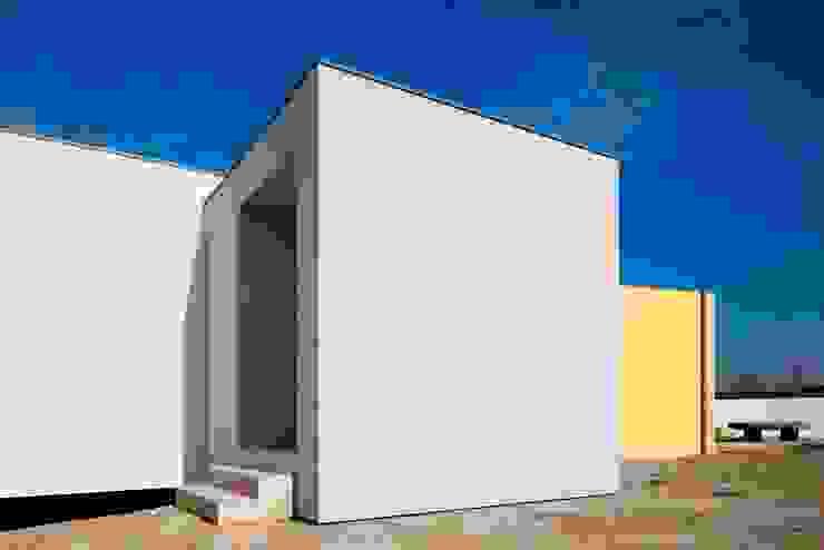 Casas estilo moderno: ideas, arquitectura e imágenes de Nelson Resende, Arquitecto Moderno